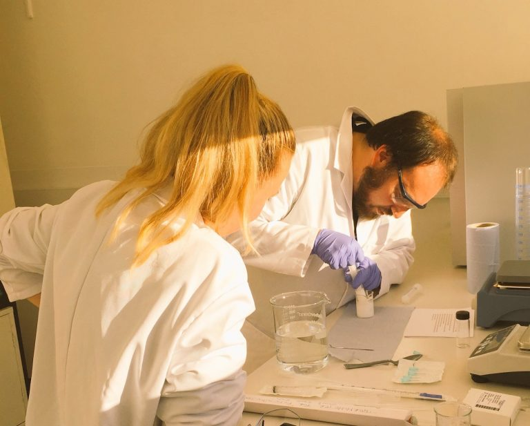 Simon and Iuliia in the Lab